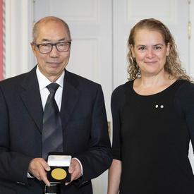 Le Dr Tak Wah Mak reçoit le Prix Feuille d'or des IRSC de la Gouverneure générale