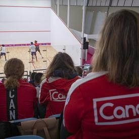 La gouverneure générale a assisté à un match de quilles féminin.