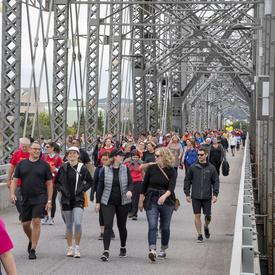 Une photo de la foule participant à la course de 5 km de la CCMTGC.