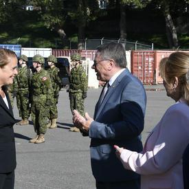 La gouverneure générale rencontre Son Honneur Gilles Lehouillier, maire de Lévis.