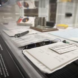 Un bloc-notes utilisé par la gouverneure générale à bord de la navette spatiale Endeavour.