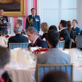 La gouverneure générale prononce une allocution au Déjeuner en l'honneur de la mère nationale décorée de la Croix d'argent.