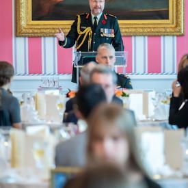 Le Brigadier-général Thériault prononce une allocution au Déjeuner en l'honneur de la mère nationale décorée de la Croix d'argent.