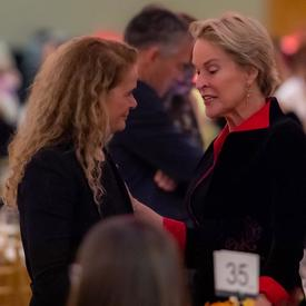 A photo of the Governor General speaking with Dr. Frances Arnold.