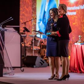 A photo of Dr. Frances Arnold being inducted into the IWF Hall of Fame.