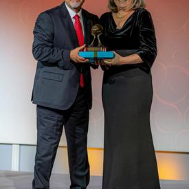 A photo of Dr. Donna Strickland being inducted into the IWF Hall of Fame.