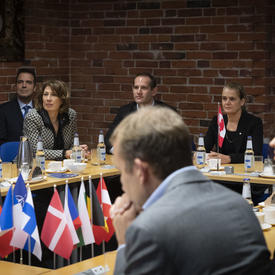 The Governor General and members of the delegation are participating in round-table discussion.
