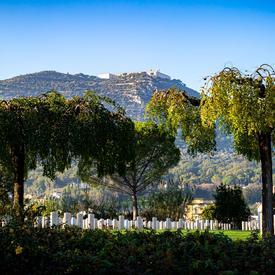 Vue du cimetière de guerre de Cassino par une belle journée d'automne.