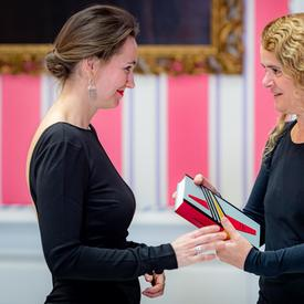 The Governor General presented the prize to Catherine Leroux.