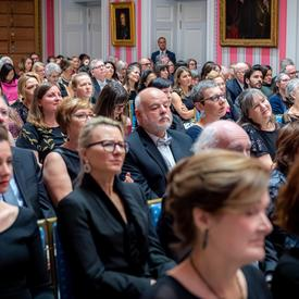 Une photo des personnes présentes dans la salle.