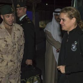 La gouverneure générale rencontre le Major Nicolas Paquet, Groupe de travail mixte - Irak J3-3.
