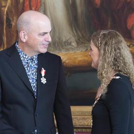 La gouverneure générale s'entretient avec Robert Stephen Hogg.