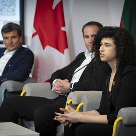 Sarah Shoker, Boursière postdoctorale, Université de Waterloo, et fondatrice de Glassbox Inc. a participé à la discussion.