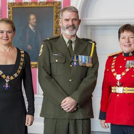 Luc Gagnon poses with the Governor General and RCMP Commissioner Brenda Lucki.  All three are wearing their insignia.