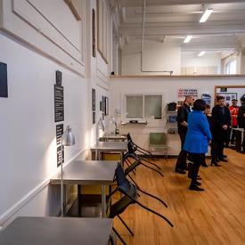 La gouverneure générale visite un site d'injection supervisé à Vancouver.