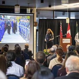 La gouverneure générale fait une présentation aux étudiants et à des professeurs de l'université Lakehead.