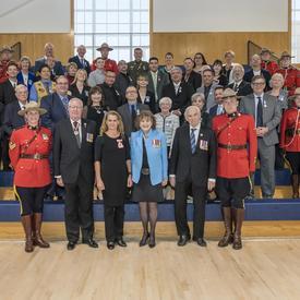 La gouverneure générale remet des distinctions honorifiques au nom de tous les Canadiens dans diverses communautés au pays pour faire connaître des histoires inspirantes, célébrer les contributions méritoires à notre société et rassembler les Canadiens.