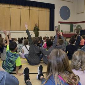 La gouverneure générale s'est ensuite rendue à l'école Ducharme, la seule école francophone de Moose Jaw.