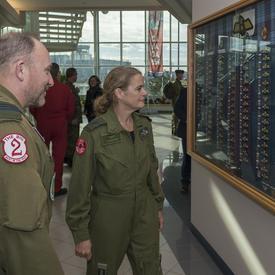 Ensuite, la gouverneure générale a visité le site du Programme d'entraînement en vol de l'OTAN au Canada.