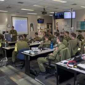 La 15e Escadre/BFC est le centre d'entraînement du personnel navigant de l'Aviation royale canadienne et du 431e Escadron de démonstration aérienne.