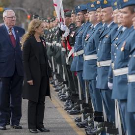 Elle a eu droit à des honneurs militaires comprenant une garde d'honneur, le salut vice-royal et une salve de 21 coups de canon des membres de la 3e Division du Canada et de la Force opérationnelle interarmées (Ouest) ainsi que du 10e Régiment d'artilleri