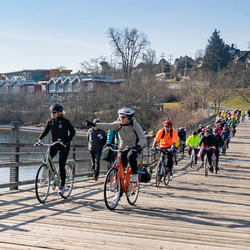 The Governor General joined members of the Greater Victoria Bike to Work Society on a bike ride along a portion of the Trans Canada Trail.