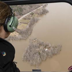 La gouverneure générale a rencontré des personnes touchées par les inondations le long de la rivière Saint-Jean