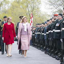 The President and the Governor General inspect the guard of honour.