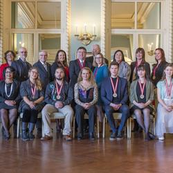 The Governor General and the recipients of the 2018 Governor General History Awards are posing for a group photo.