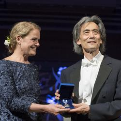 The governor general presented a Meritorious Service Medal to Maestro Kent Nagano, conductor and music director of the OSM.