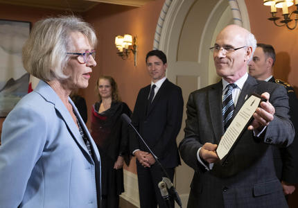 Minister Murray reads her oath.