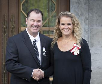 Polar Medal recipient Curtis Brown shaking hands with Her Excellency The Right Honourable Julie Payette, Governor General of Canada